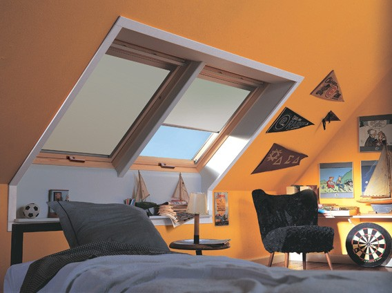 velux s06 stunning price lowered velux window centre pivot pine ggl s mm x mm with velux s06. Black Bedroom Furniture Sets. Home Design Ideas